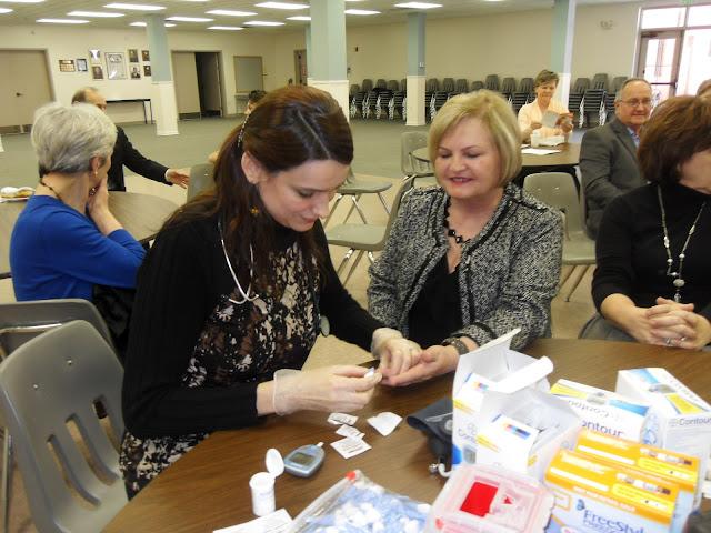 Spotkanie medyczne z Dr. Elizabeth Mikrut przy kawie i pączkach. Zdjęcia B. Kołodyński - SDC13597.JPG