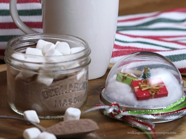 Mason-Jar-Hot-Chocolate-Gift-Idea-from-Walking-on-Sunshine-Recipes