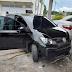 Trio assalta salão de beleza e bate carro durante fuga em Manaus