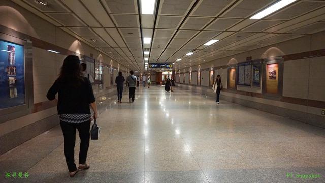 宽大的地铁站