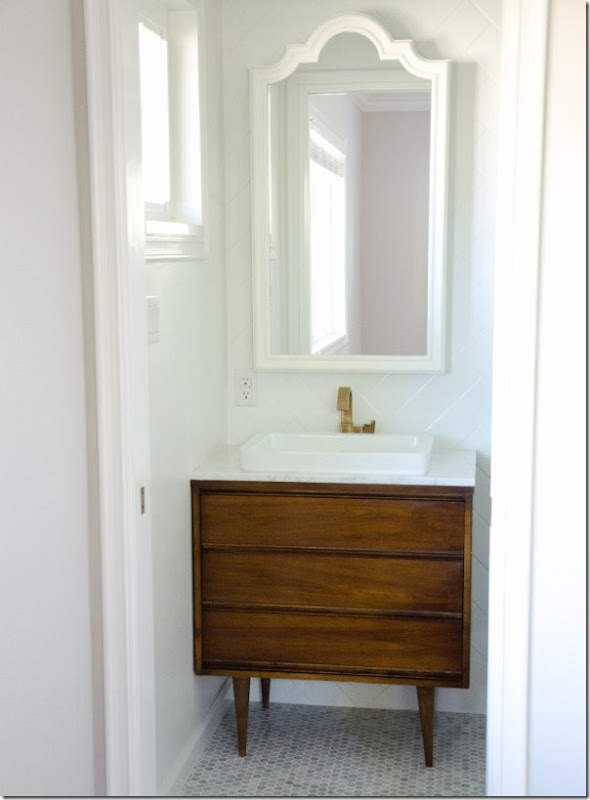 come-inserire-un-mobile-vintage-nell-arredamento-del-bagno (7)