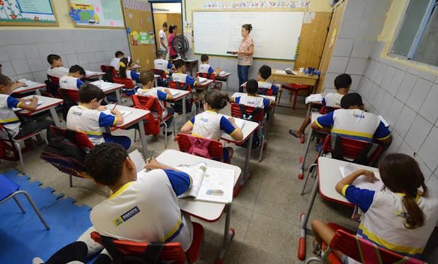 Alunos do 4º ao 7º ano do ensino fundamental voltam às aulas presenciais da rede municipal no Recife
