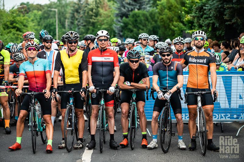 Aliniati la start, de la stanga la dreapta din Germania, Romania, Franta, Frata, Anglia si Ungaria.
