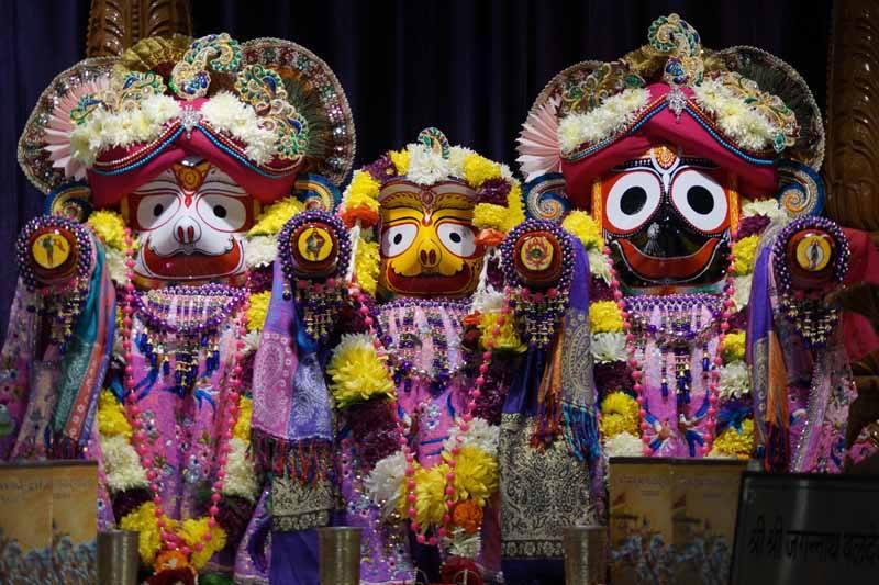 ISKCON Noida Deity Darshan 19 Dec 2015 (3)