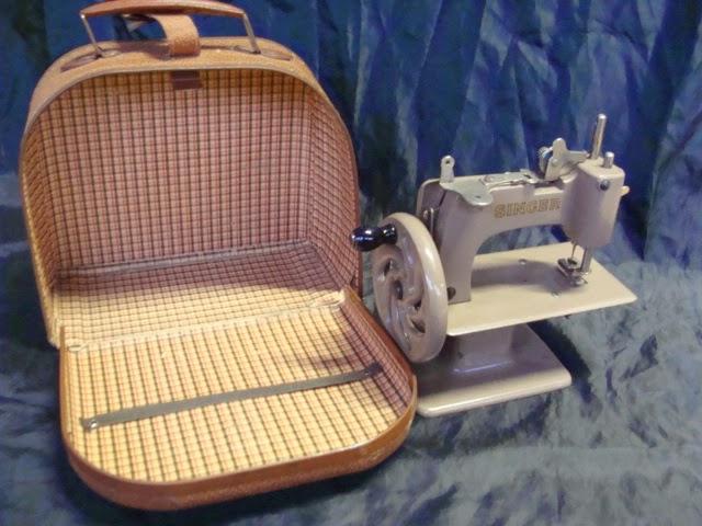 Macchina per cucire singer con valigetta da viaggio epoca old for Macchina da cucire da viaggio