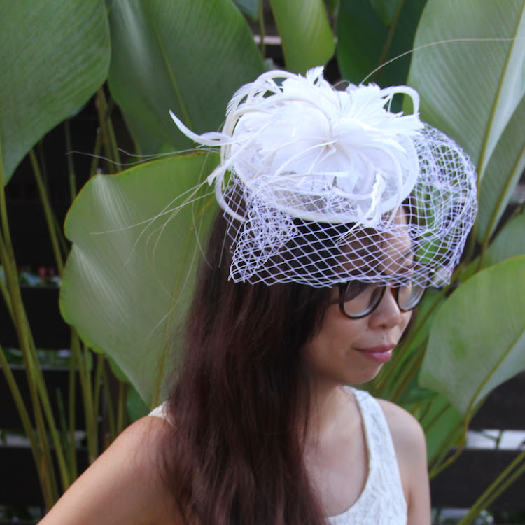 Feather/Net Bridal hat fascinator (clip on)