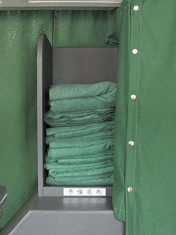 江ノ電バス藤沢「レイク&ポート号」 812 予備毛布置き場