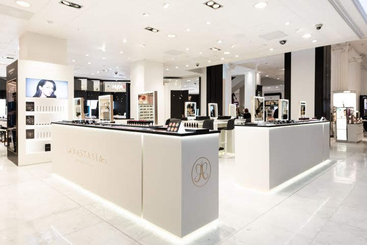 thiết kế shop mỹ phẩm Anastasia2