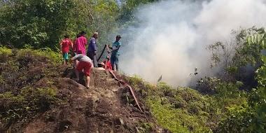 Kebakaran  di Bukit Lubuk Gajah Sei Lareh Hampir Menjalar ke Rumah Warga