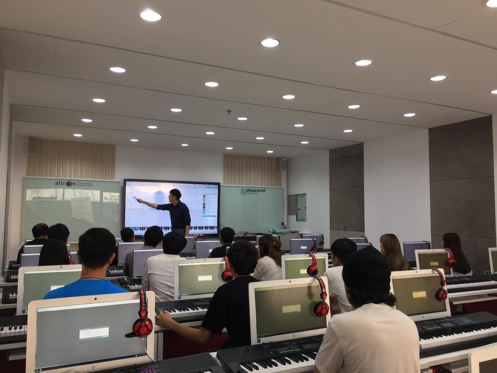 """Altron จับมือ BEC-Tero บุกตลาดการศึกษา ส่งมอบ """"กระดานอัจฉริยะ""""  ให้ ม.ศรีปทุม ส่งเสริมห้องเรียนเปียโนอัจฉริยะแห่งแรกในไทย"""