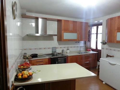 Estilo r stico con cocina de le a moderna - Cocinas estilo rustico ...