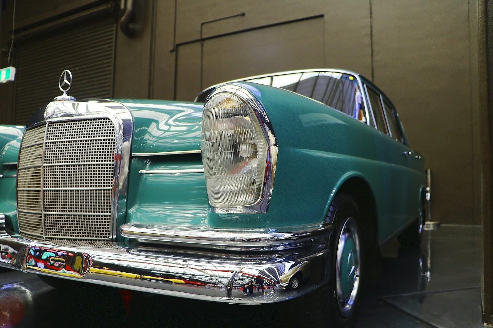 1963 Mercedes-Benz 220S (03).jpg