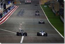 Hamilton supera Bottas nel gran premio del Bahrain