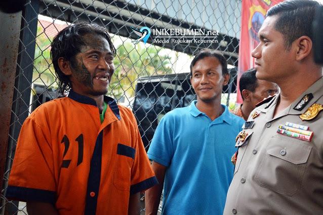 Sempat viral kasus pembunuhan seorang wanita di area persawahan di Kebumen Penggal Kepala Ibu Kandungnya, Astagfirullah, Pria Ini Sambil Tertawa Bilang Gak Menyesal