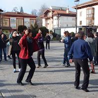 SARE dantza plaza eta bazkaria