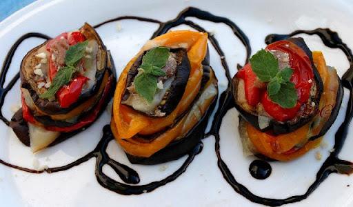 Parmigiana light con melanzane e peperoni ricetta veloce