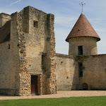 La tour saint-Nicolas et les vestiges du château médiéval