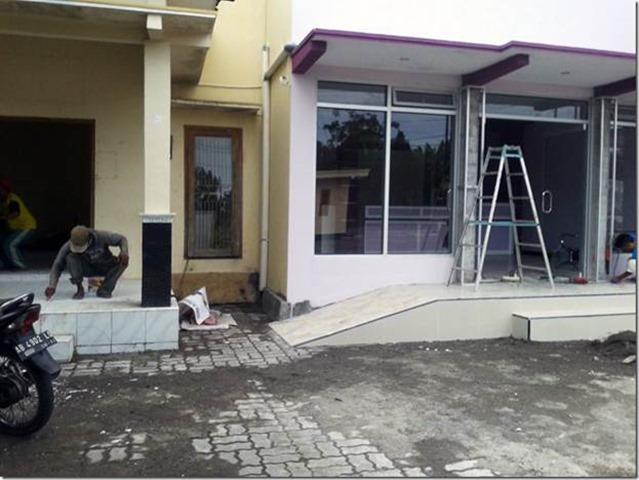 Foto Ruang Pelayanan Lama (Kiri), Ruang Pelayanan Baru (Kanan)