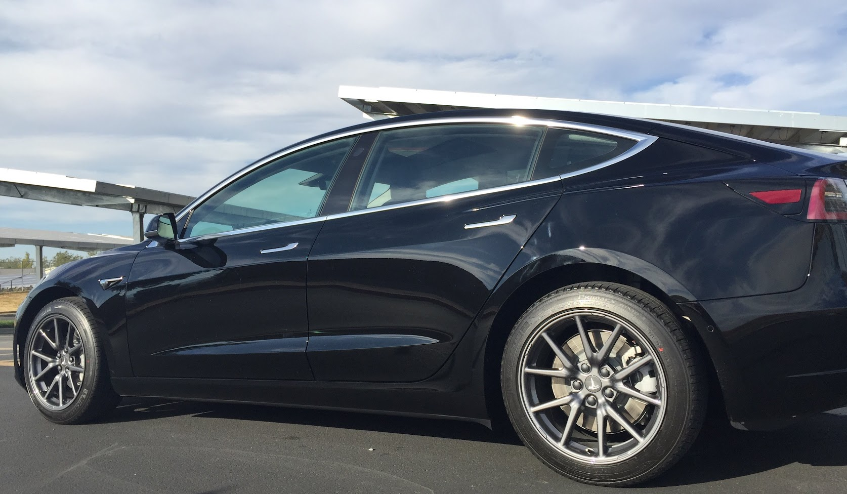 """Pictures of Model 3s with 18"""" wheels without aero covers ..."""