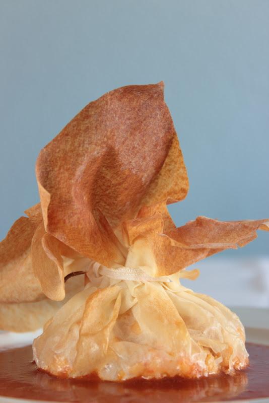 Saquitos de marisco y pasta filo