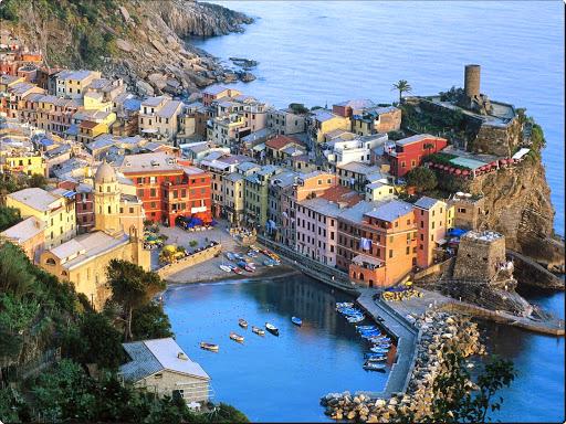 Vernazza, Cinque Terre, Liguria, Italy.jpg