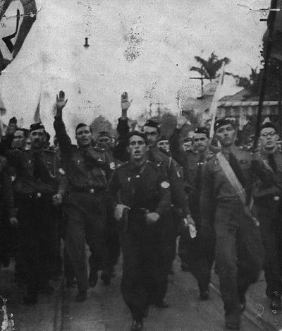 O confronto armado entre os galinhas verdes — integralistas liderados por Plínio Salgado — e a Frente  Únida Antifacista resultou na morte do militante comunista, Décio Pinto de Oliveira, que depois virou símbolo do movimento antifacista.