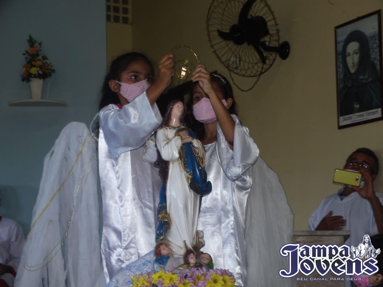Apesar do coronavírus, a comunidade Nossa Senhora da Conceição realizou a coroação de Nossa Senhora mês dedicado a ela.
