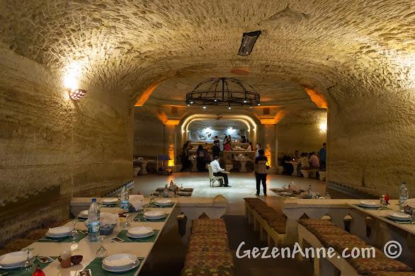 Kapadokya'da Avanos'taki Uranos Restoran'ın ortamı