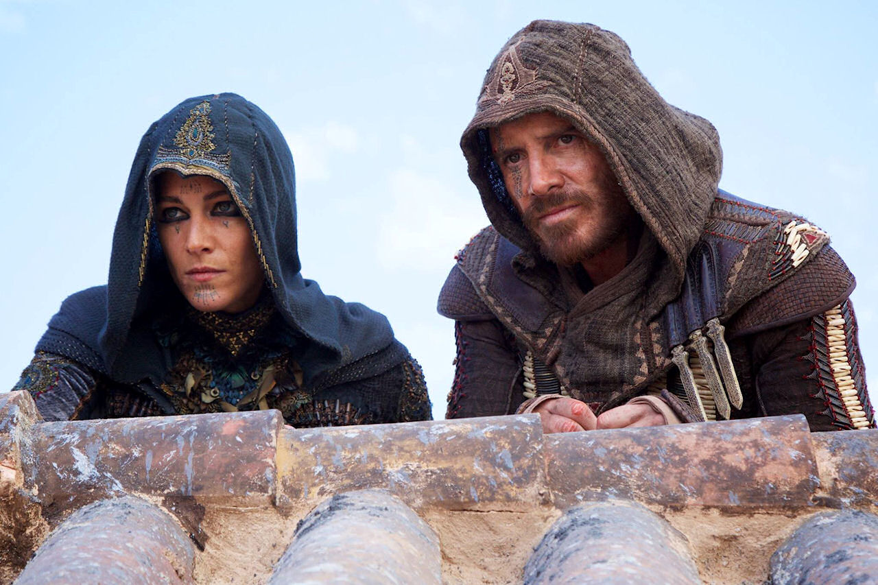 Maria (Ariane Labed) and Callum Lynch (Michael Fassbender) in ASSASSIN'S CREED. (Photo credit: Kerry Brown © 2016 Twentieth Century Fox Film Corporation).
