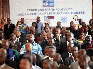 Une vue de l'assistance lors du forum pour l'adoption du code de bonne conduite électorale au Palais du Peuple, à Kinshasa (25/07/2011). Ph. Myriam Asmani/Monusco