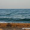 Плажа във Врасна. Морето е с по-тъмен цвят и по-бързо става дълбоко, но е красиво.