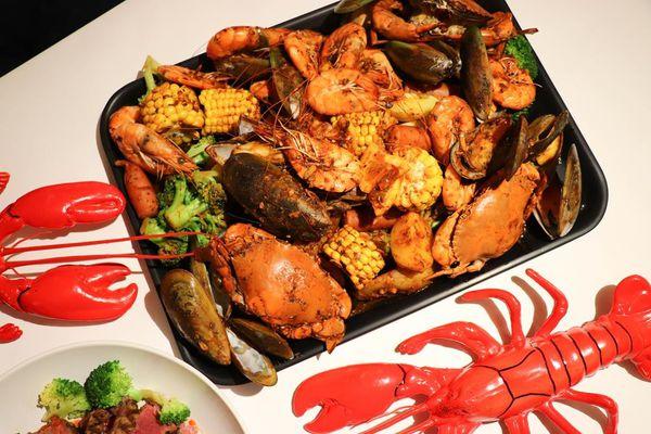 超澎湃海鮮大餐│Fidèle妃黛 美式海鮮餐廳│滿滿的螃蟹蝦蝦Super餐、火山肋眼牛排義大利麵,適合慶生約會!