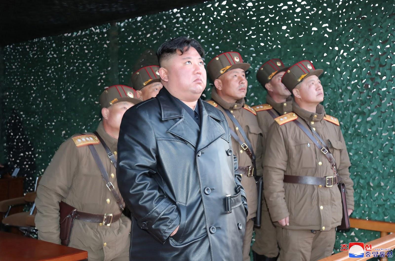 """""""كيم جونغ أون"""" يعدم 5 موظفين في وزارة الاقتصاد رميا بالرصاص !"""