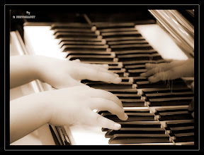 Her little, innocent hands play the piano for audience  Franklin Lakes  NJ