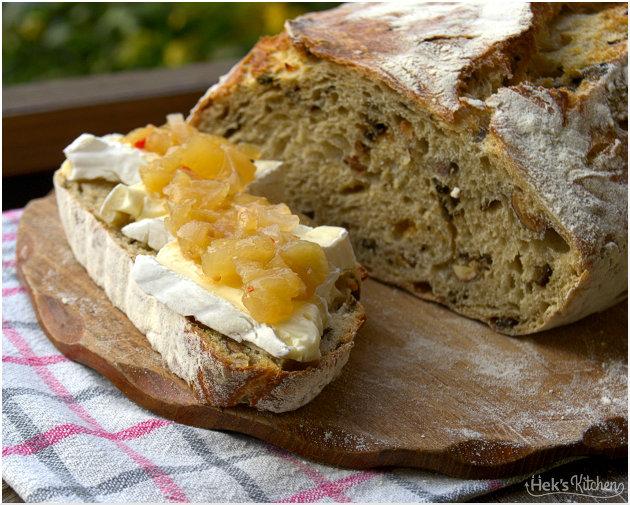 Brot mit Käse und Chutney