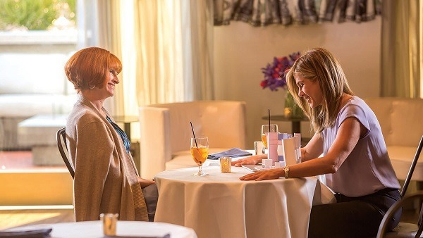 julia roberts & jennifer aniston in MOTHER'S DAY