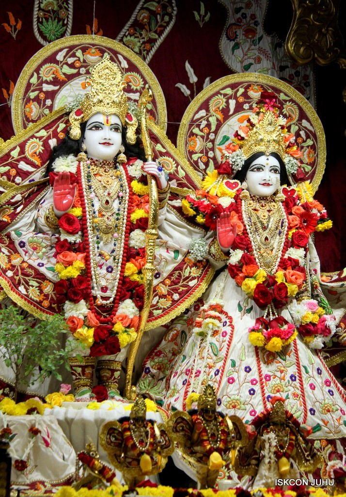 ISKCON Juhu Sringar Deity Darshan on 2nd Jan 2017 (35)