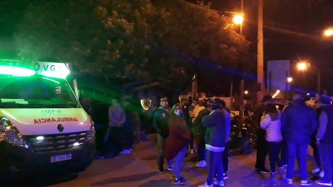 Padres y familiares se concentraron en Comando para pedir la liberación de los jovenes por la fiesta clandestina