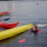 Arabella zwemt naar de kant...