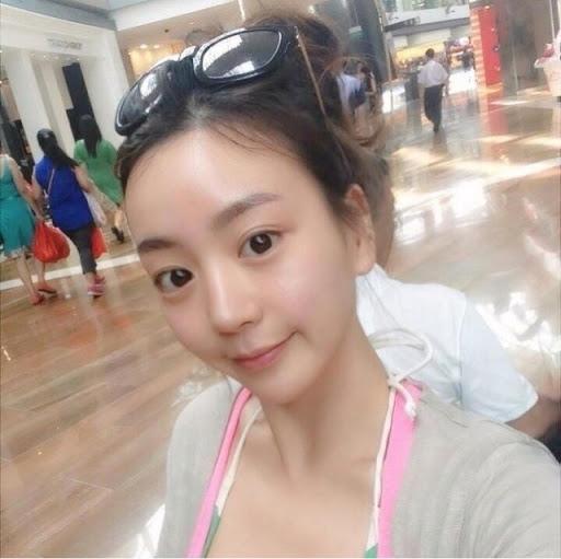 The Instagram account of Park Yoochun's fiancé, Hwang Hana