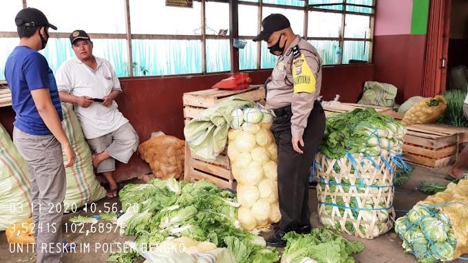 Hari Selasa:penerapan protokol kesehatan (sosialisasi Perbup RL no 26 tahun 2020) guna mencegah penyebaran covid 19 di wilayah hukum Polsek Bengko.