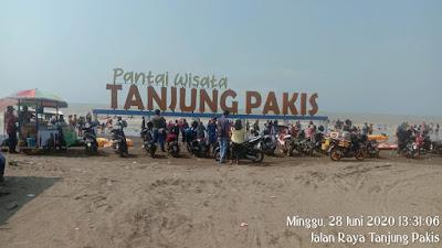 Lokasi Pantai Wisata Tanjung Pakis Dipenuhi Wisatawan