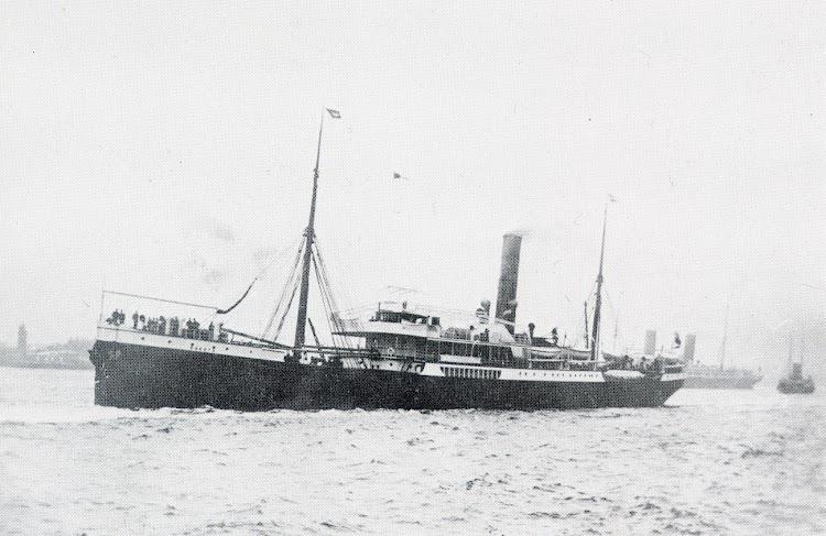Vapor SOKOTO. Lugar y fecha indeterminados. Foto del libro The Elder Dempster Fleet History. 1852-1985.jpg
