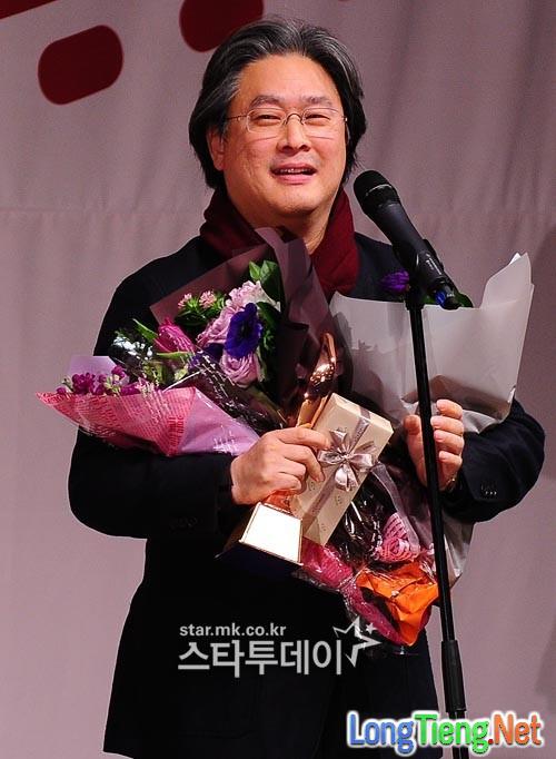"""""""The Wailing"""" được giới phê bình lựa chọn là phim Hàn hay nhất năm - Ảnh 10."""