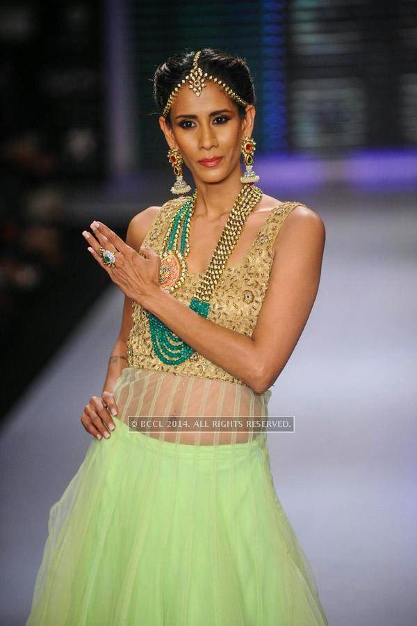Model showcases a design for  Moni Agarwal on Day 1 of India International Jewellery Week (IIJW), 2014 at Grand Hyatt, Mumbai.
