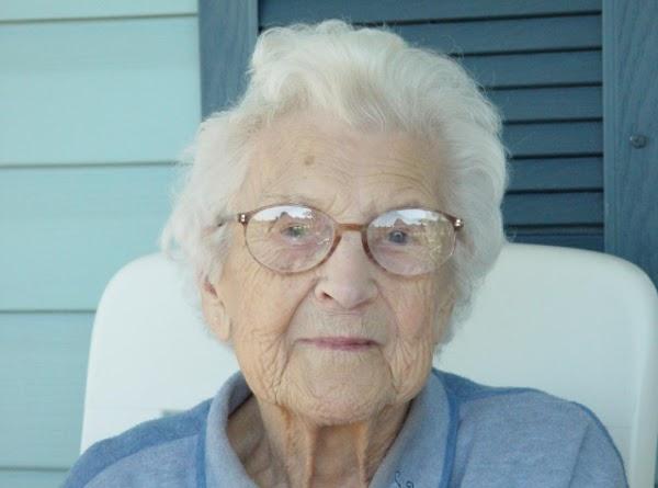 Grandma Kaphingst Oatmeal Date Bars Recipe