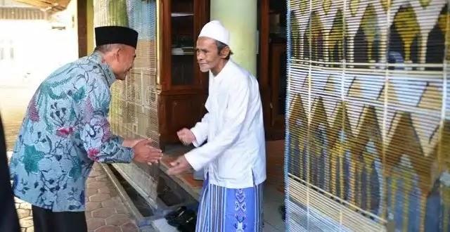 Silaturahim Ke Sidogiri, Mendikbud Muhadjir Terima 3000 Tanda Tangan Tolak FDS