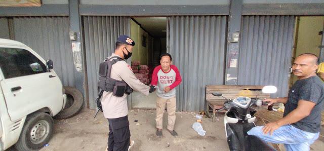 Cegah Covid-19, Detasemen Gegana Blusukan Ke Sejumlah tempat Di Balikpapan Bagikan Masker Gratis