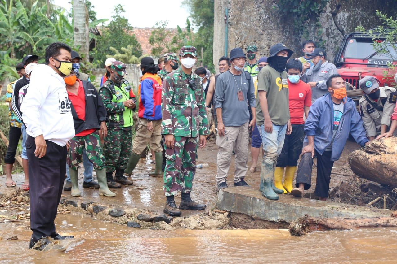 Kasrem 061/SK Tinjau Daerah Bencana di Kecamatan Cicurug, Sukabumi