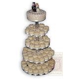 7. kép: Esküvői torták - Esküvői sok kis tortás öt szintes figurás torta